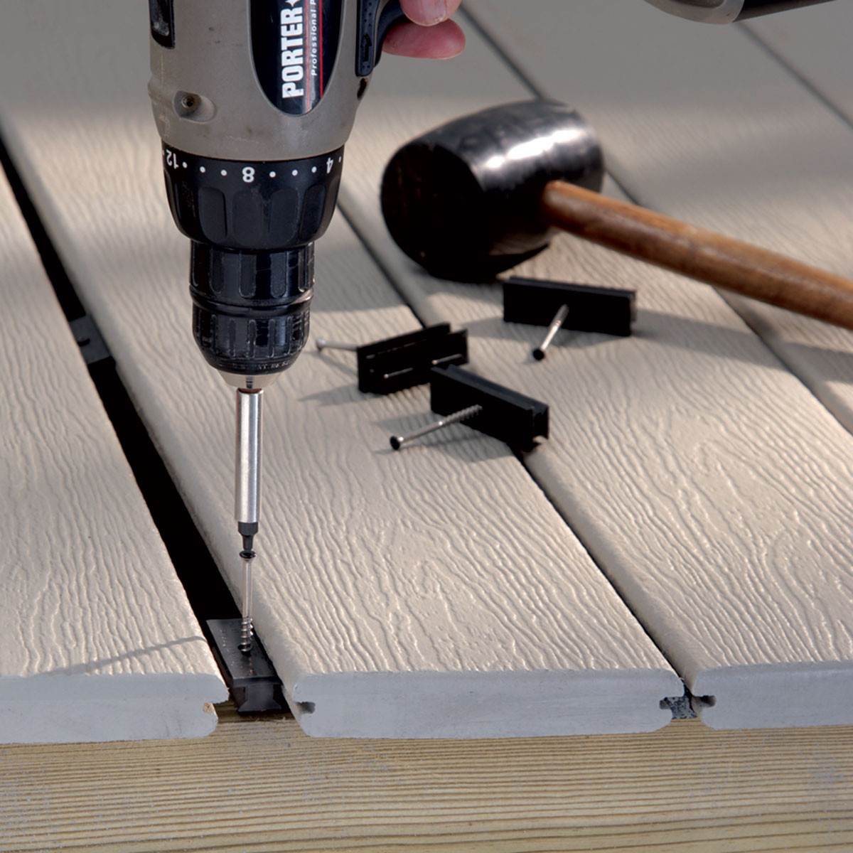 Incredible strength that's easy to install, the DuraLife Fastenator Hidden Fastening System gives a hold you can trust.