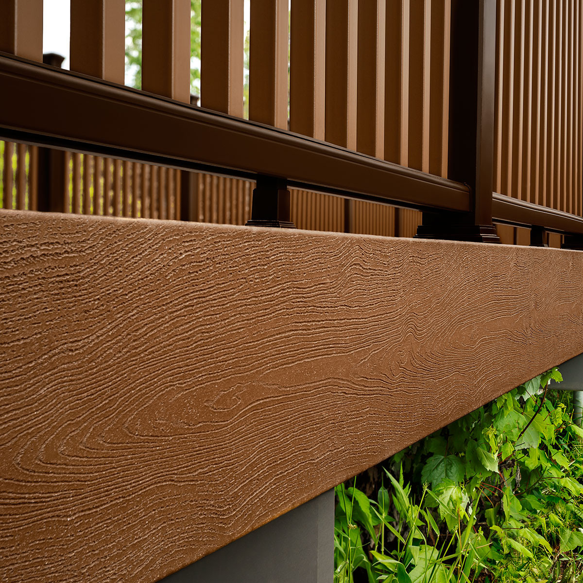 Discover the natural wood-grain texture of Trex Transcend Fascia in Tree House.
