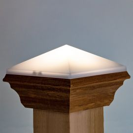 Featuring a simple design, the Deckorators Nouveau Traditional Solar Post Cap Light adds safety and illumination.