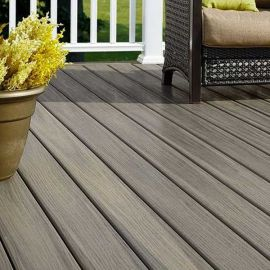 The Sandstone finish of the Fiberon Paramount PVC decking collection creates a warm, inviting outdoor space.