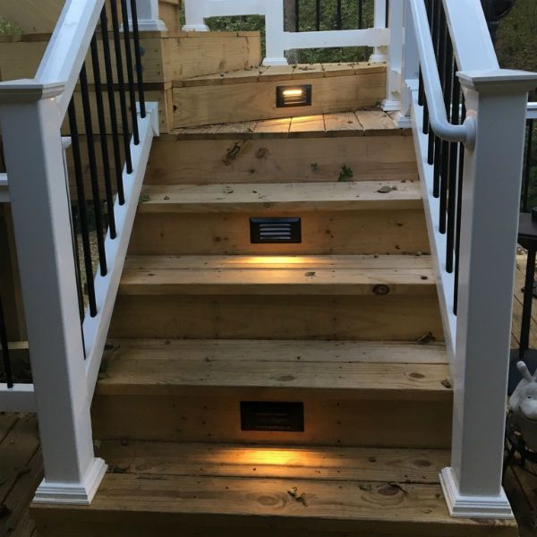 Pyxis Recessed Louvered Step Light By
