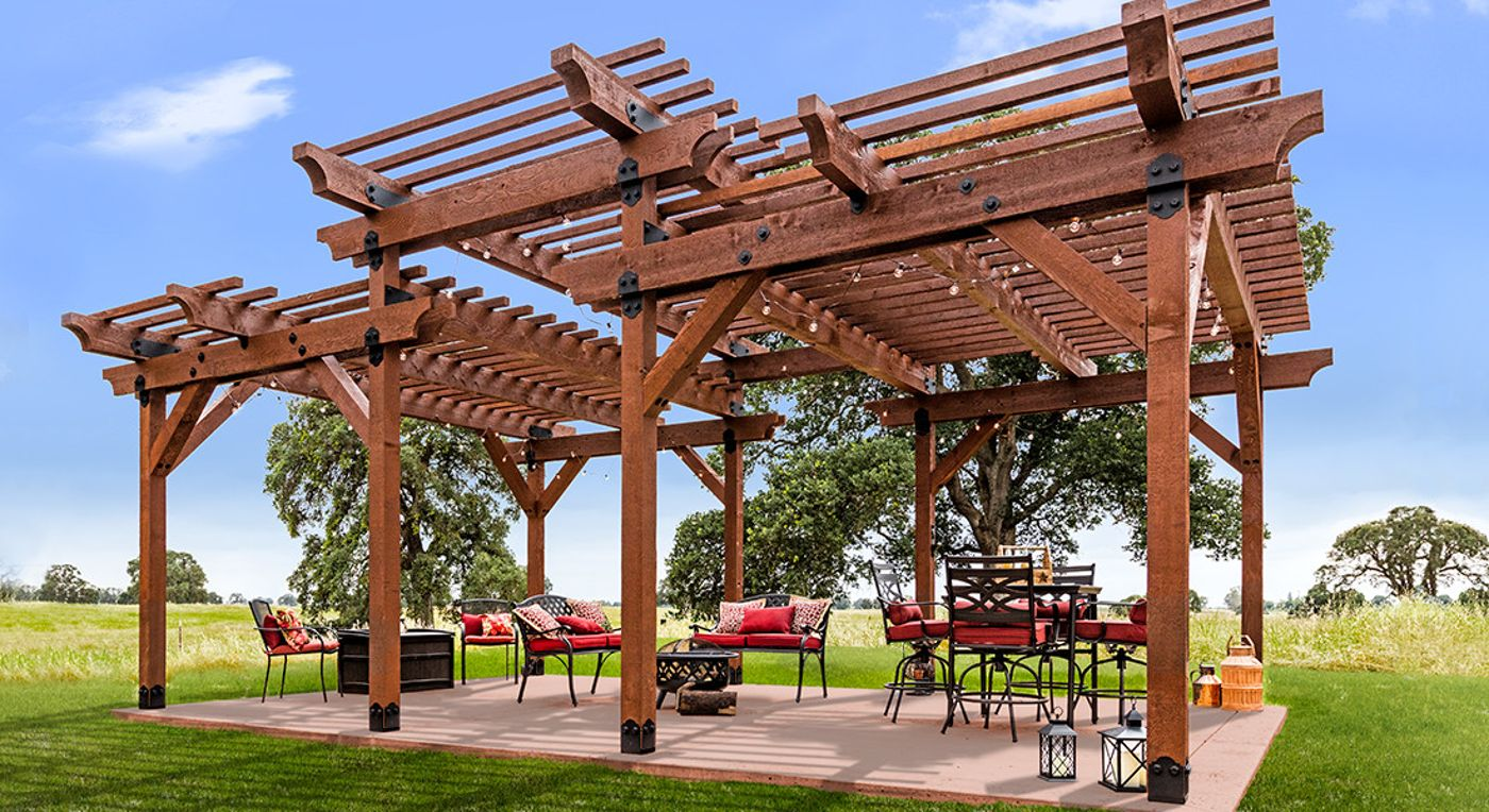 A Simpson Strong Tie piece from the Laredo collection accents the edge of this pergola.