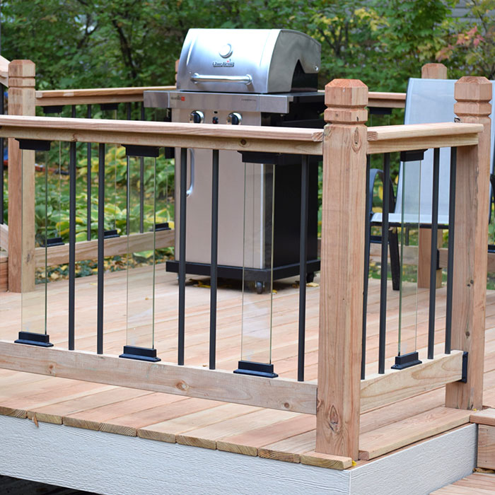 A deck with alternating metal and glass balusters