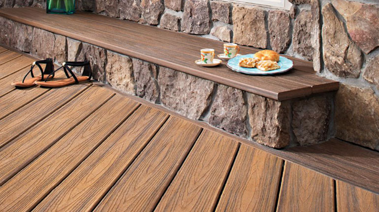 Sit back, kick off your shoes, and sip a cup of tea on your Trex Transcend Decking with Built in Bench in Havana Gold