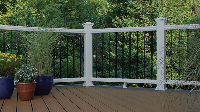 a deck featuring Trex Transcend railing in white with black aluminum balusters
