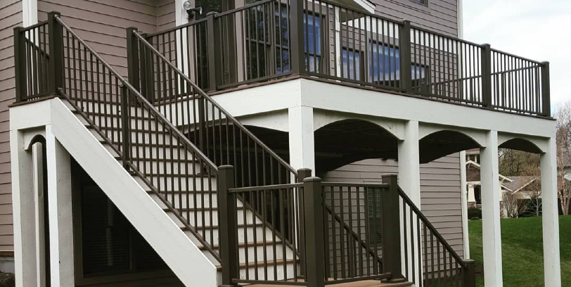 How to Choose a Metal Deck Railing System