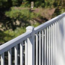 Westbury Liberty Aluminum Rail with Level Sections in White