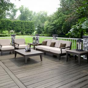 Deckorators Gray Cobblestone Postcovers combined with ALX Classic Railing in White and Vista Driftwood decking.