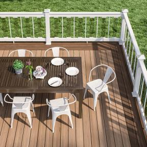 Deckorators ALX Pro Aluminum railing with alternating aluminum and glass balusters.