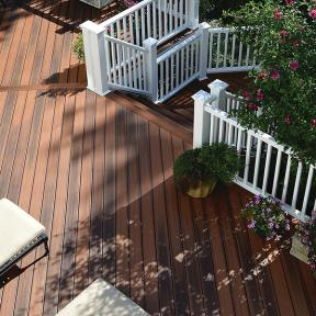 Highlight your white deck railing with a darker shade of DuraLife Siesta Grooved Edge decking, shown here in Brazilian Cherry.