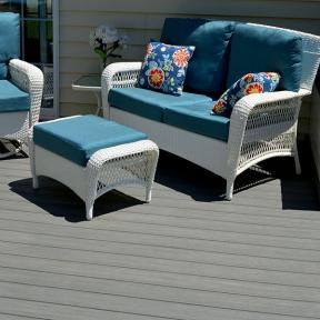 Details of color against the monochromatic DuraLife Siesta deck boards in Slate bring life to a space.