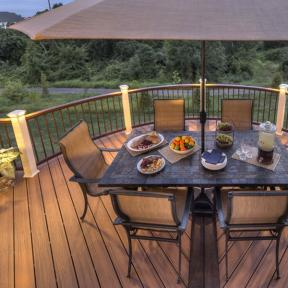 Trex Transcend railing in Vintage Lantern and Classic White railing post and bronze balusters