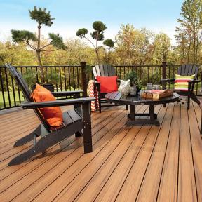 Accent your furniture, railing and open space with Trex Transcend in Tiki Torch, here with Trex Signature Railing in Charcoal Black.